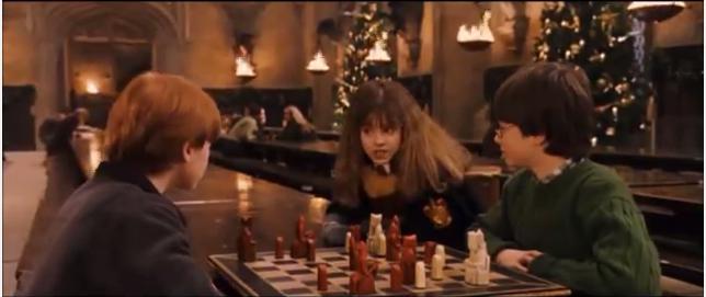 Harry, Ron et Hermione jouent aux échecs