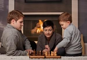 Jouer aux échecs en famille